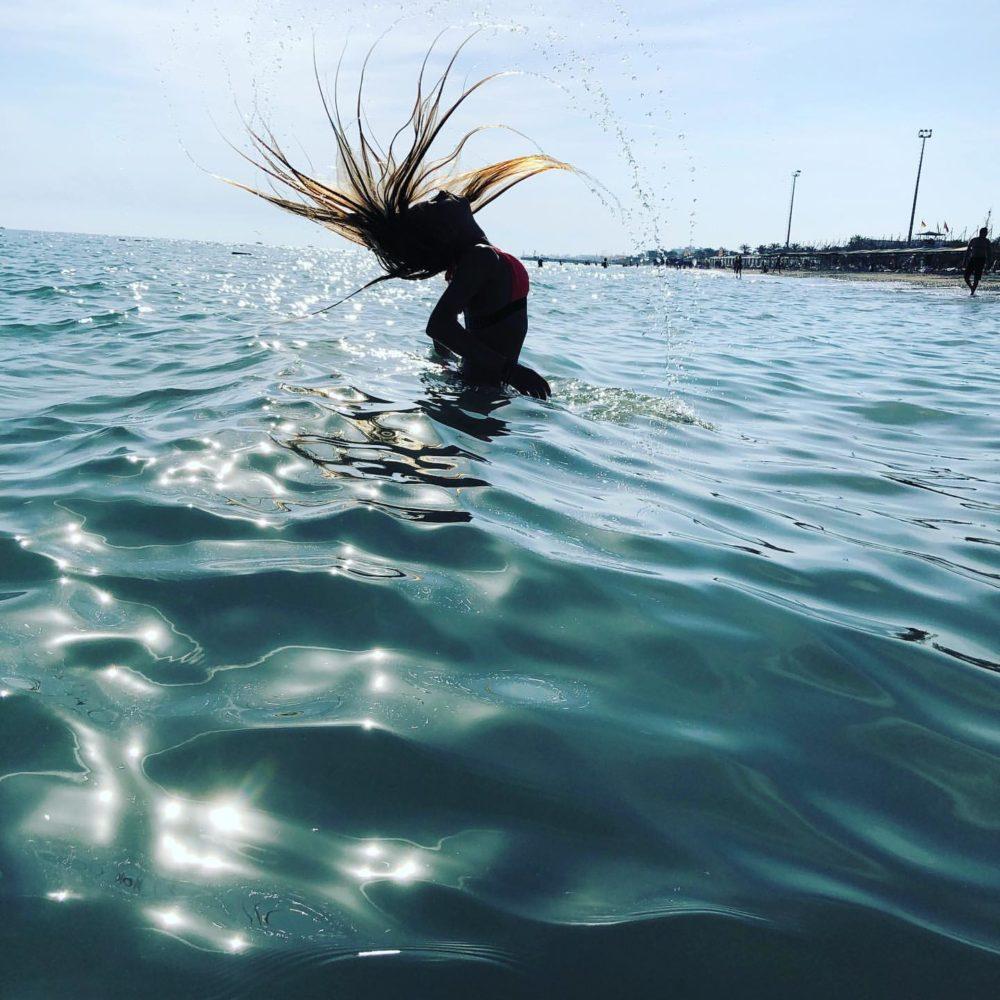 かわいいコストルナヤの水着画像