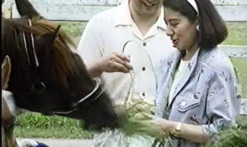 馬と触れ合う皇后陛下