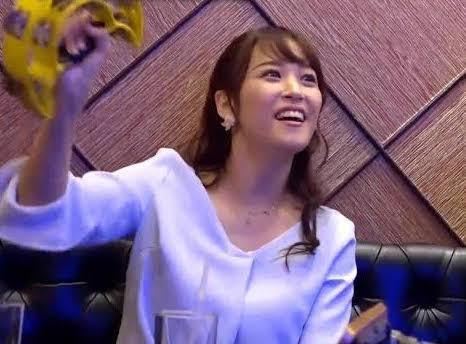 鷲見玲奈のカラオケ画像