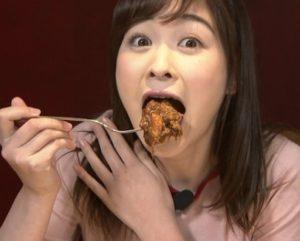 食べる岩田絵里奈アナ