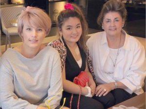 梅宮アンナと娘と母親