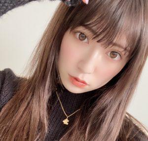 吉田朱里のペアネックレス