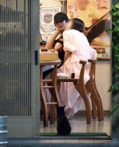 新田真剣佑と阿佐ヶ谷姉妹に見える彼女