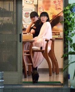 新田真剣佑と阿佐ヶ谷姉妹