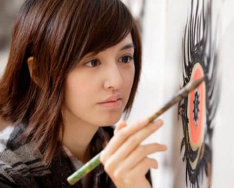 美人すぎる画家・小松美羽